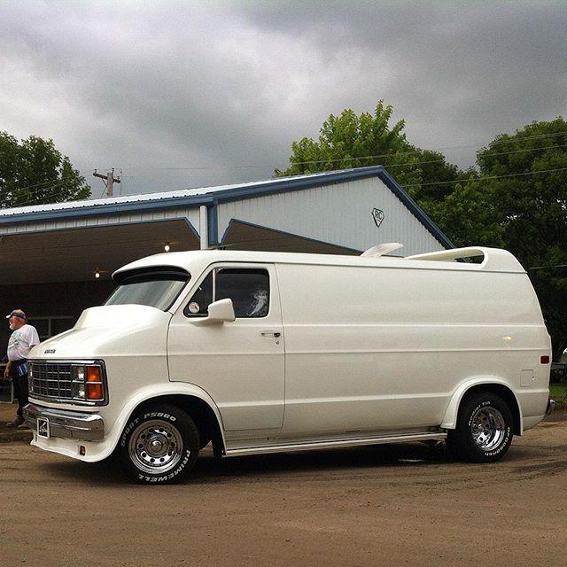 3rd Generation Dodge Van at 43rd Van Nationals