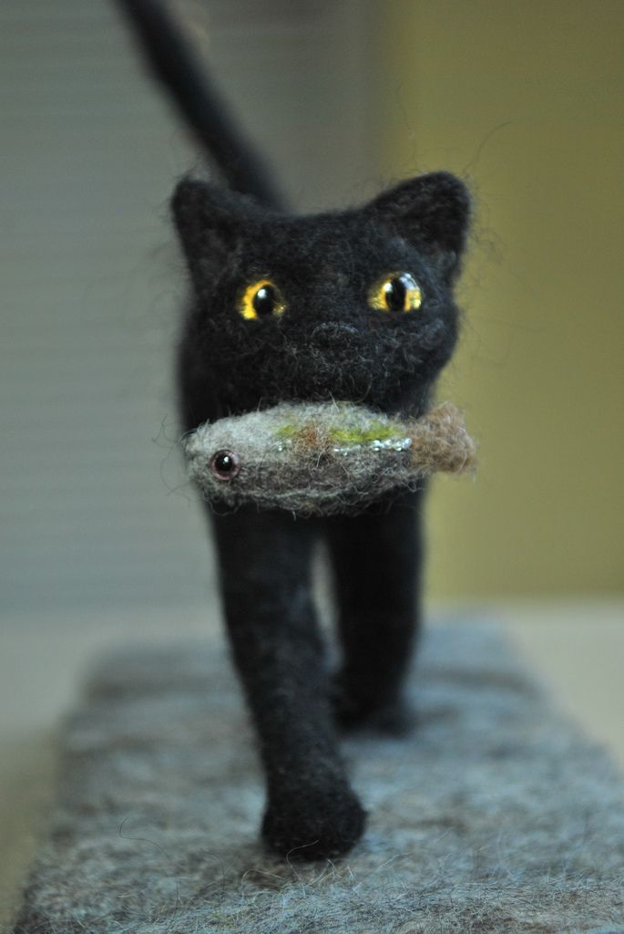 huntress needle felted cat with fish needle felted cat needle felting and felting. Black Bedroom Furniture Sets. Home Design Ideas
