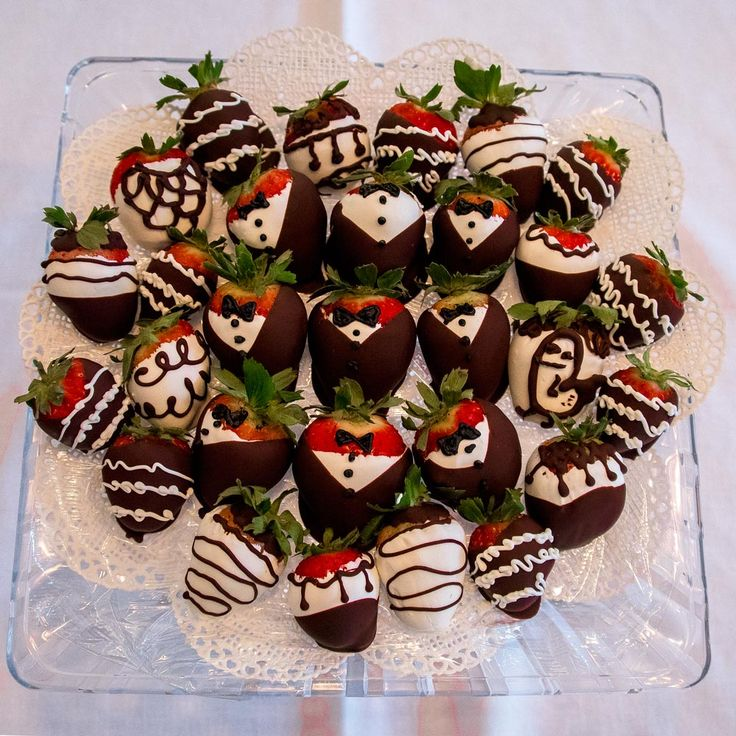 [homemade] chocolate dipped tuxedo strawberries made by my wife for a tailgate party. http://ift.tt/2mICriS