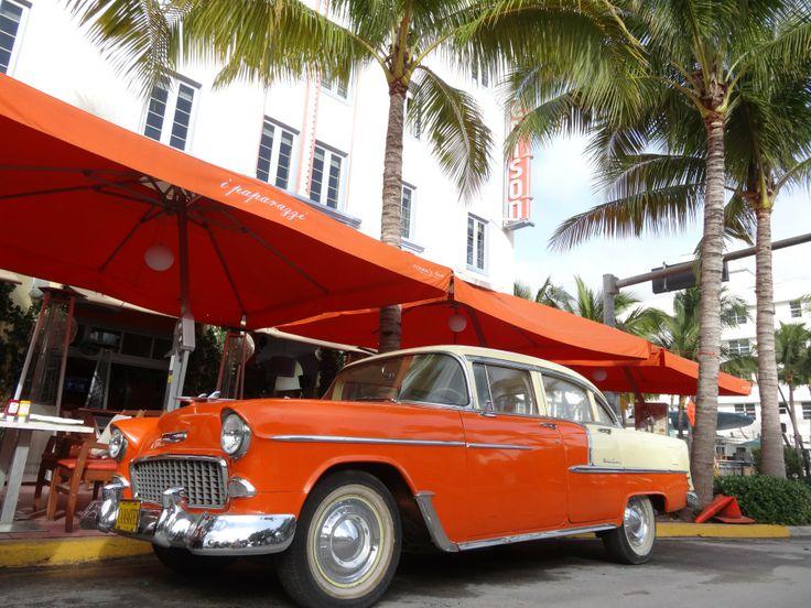 "Februar Motiv im Kalender MIAMI South Beach 2017 Oldtimer vor dem Restaurant ""i paparazzi"" am EDISON Hotel, Ocean Drive - Art Deco District Miami South Beach   http://florida-miami.de/calendar/miami-south-beach-02.html"