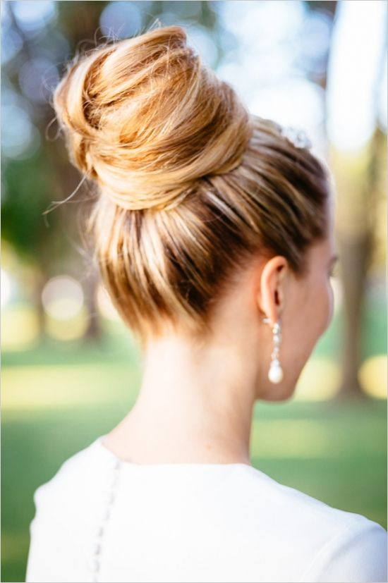 updo wedding hair ideas #weddingupdo  #outdoorwedding #weddingchicks http://www.weddingchicks.com/2014/01/06/weekend-wedding/