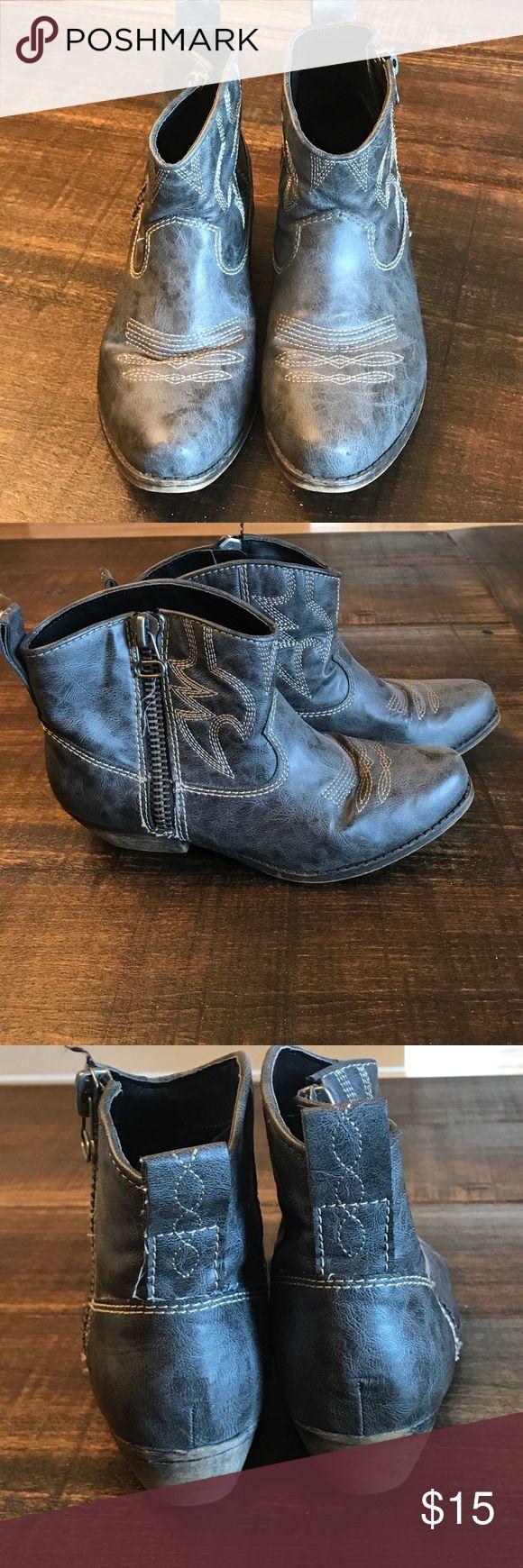 Black vintage ankle boots Black vintage ankle boots Big Buddha Shoes Ankle Boots & Booties