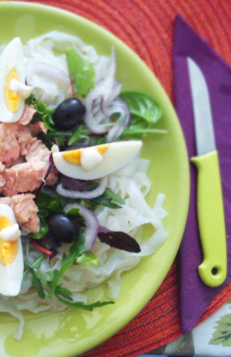 Tonhalas tésztasaláta NoCarb szélesmetélt tésztából | Klikk a képre a receptért!