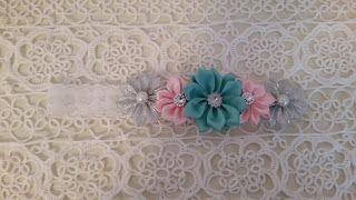 Headbandslatina              : Banda blanca con flores: Azul turquesa, plata y…