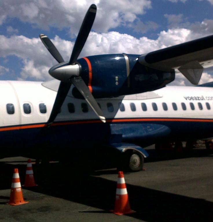 Só voando num avião equipado com hélices você entende o princípio da coisa (detalhe de um ATR72-200 da Azul)