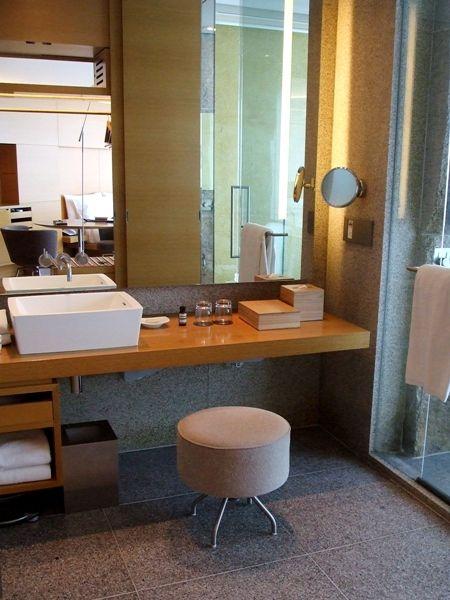 部屋のような洗面所