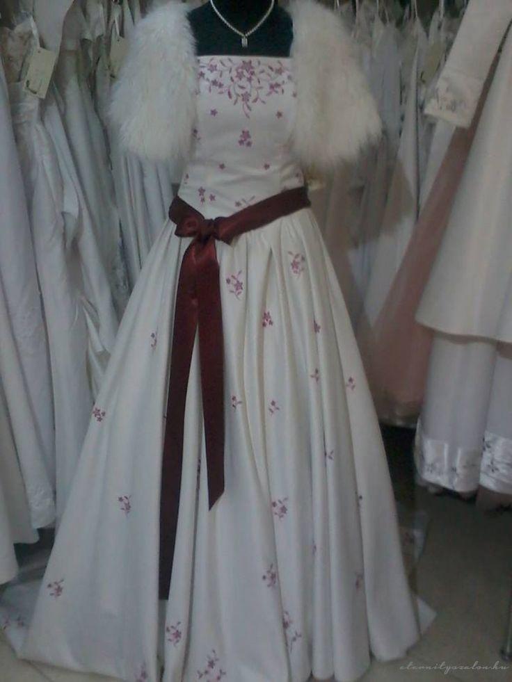 Kinga menyasszonyi ruha