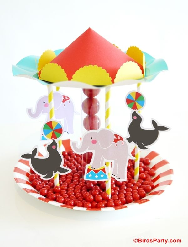 Darling DIY Carousel Candy Centerpiece - perfect for a circus-themed party or shower! {Love this DIY from @Bird's Party}Birthday Parties, Circus Centerpiece, Circus Birthday, Anniversaire Cirque, Parties Ideas, Circus Parties, Birthday Party Ideas, Birds Parties, Parties Printables
