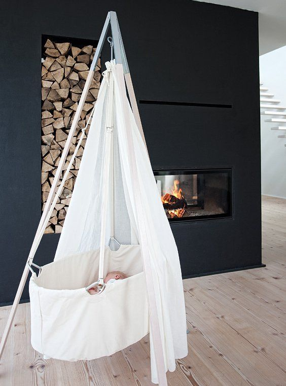 berceau suspendu dans une chambre de b b baby pinterest berceau b b suspendu et berceau. Black Bedroom Furniture Sets. Home Design Ideas