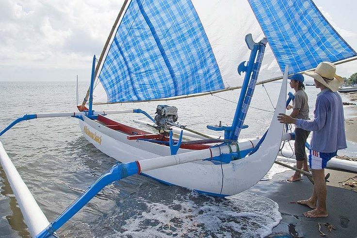 Sailing with the traditional sailingboat of villa Lovina-beach