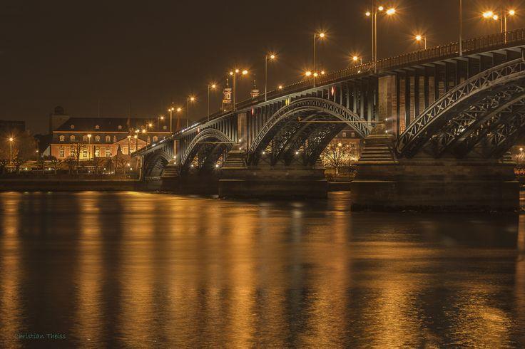 Theodor-Heuß Brücke in Mainz