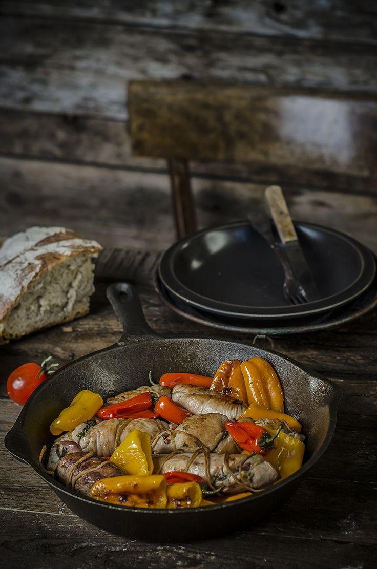 Una ricetta dal sapore rustico che troverete nel nuovo numero di Taste&More insieme a tante altre ricette che richiamano i sapori di campagna… Involtini di pollo alla pancetta e scarola con peperoncini dolci Ingredienti per...Read The Post