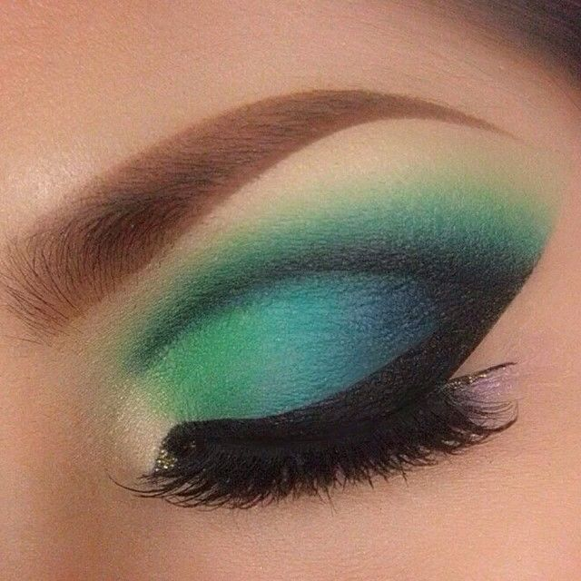 Blue and green eyeshadow look