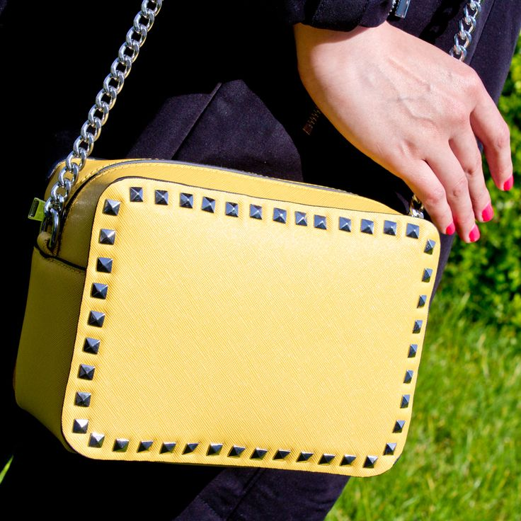 Tracollina #marinagalanti con borchie e catena in argento a solo € 18.90 ! Modello disponibile in 8 #sfumature di colore: giallo, verde smeraldo, lavanda, cipria, argento, bianco, stone e nero.