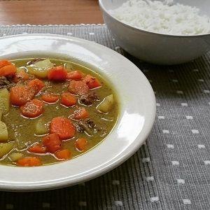 Recept: Aziatisch stoofvlees met kokosmelk, wortel, ui en aardappel