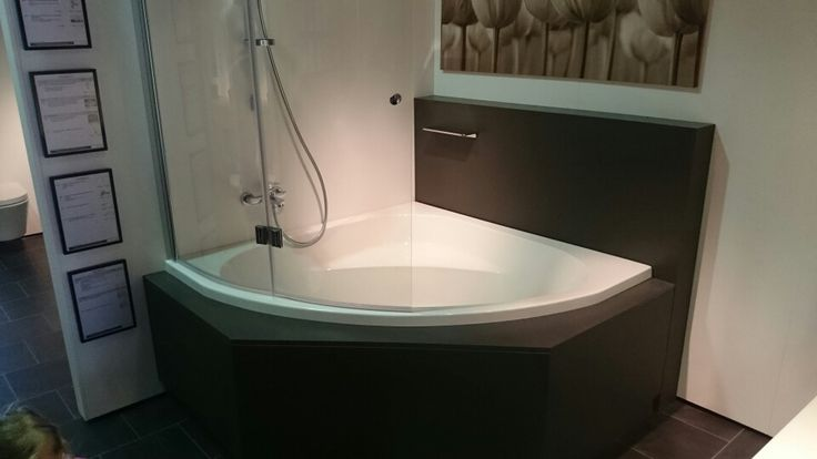 Hoekbad met douche en scherm