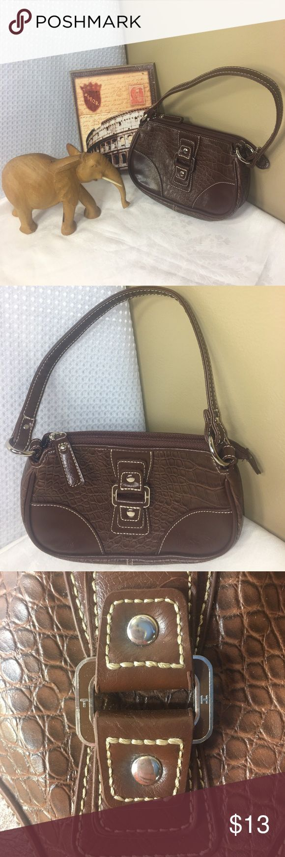Petite super cute brown Tommy Hilfiger purse Tommy Hilfiger super cute petite brown purse! It is in excellent condition with no stains or holes or tears ! this purse is 6 inches deep and 9 inches wide Tommy Hilfiger Bags Satchels