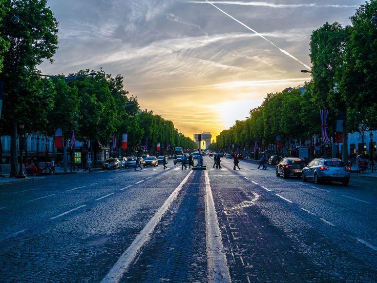 Las 10 #calles más famosas del mundo   #CamposEliseos, #Paris.
