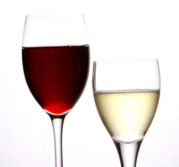 Wijn, bier of champagne voor sausen! Heb je nog wat wijn over! Giet het in je ijsblok bakjes en wanneer ze volledig bevrozen zijn kieper je ze in een diepvriespotje. Steeds blokjes voorhanden om sausen en stoofpotjes mee te verrijken of om een lekkere sabayon op te kloppen