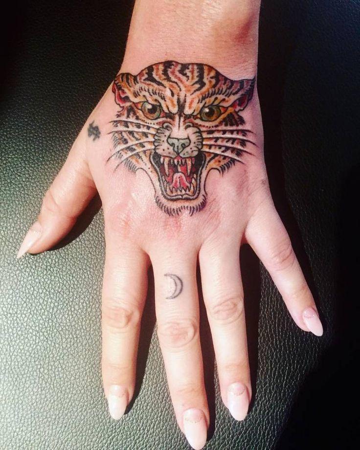 Traditional tiger head tattoo on Kesha's left hand. Tattoo Artist: Derrick Snodgrass