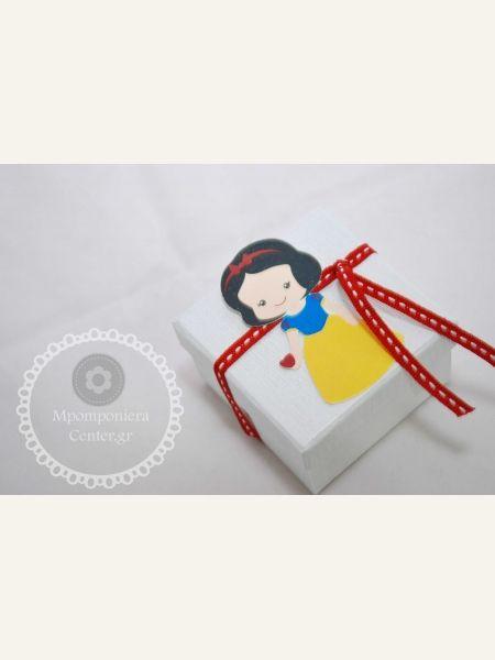 Μπομπονιέρα βάπτισης χιονάτη με κουτάκι λευκό και κόκκινη κορδέλα