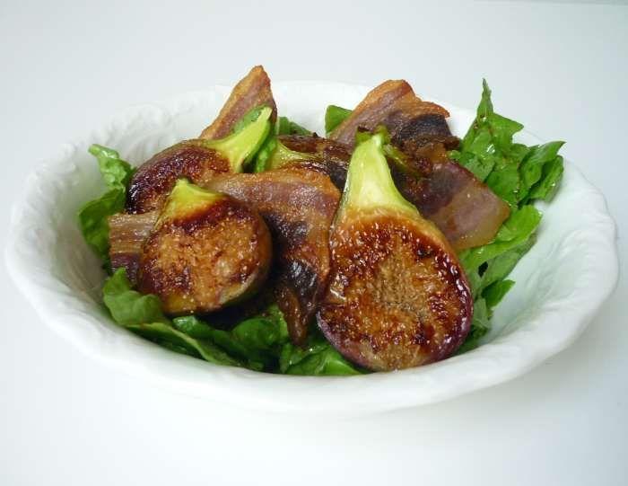 Salade van gebakken vijgen met spek. Lees hier het eenvoudige recept:  http://www.vijg.nl/recepten/salade-gebakken-vijgen-met-spek/