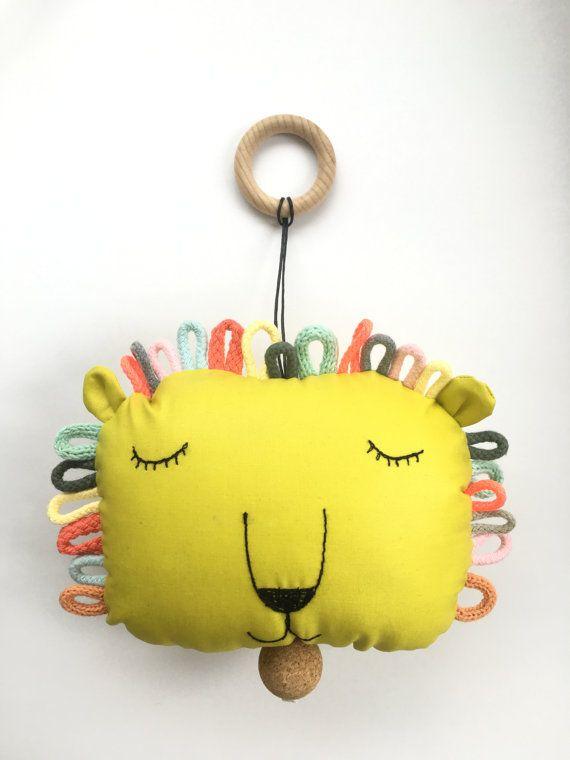 Spieluhr löwe  by Sternchendesign.                                                                                                                                                                                 Mehr