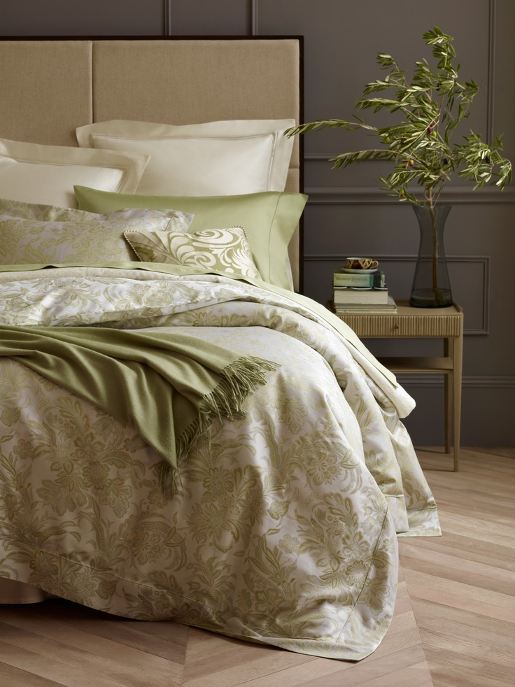 Smooth, sleek, luxurious Italian-woven Egyptian cotton sateen jacquard Angelico from SFERRA.