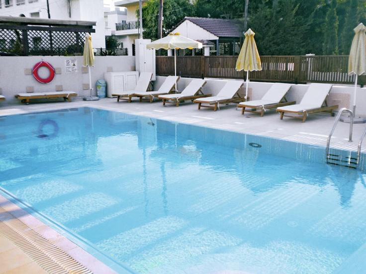 Appartementencomplex Graziella beschikt over een zwembad met een gezellige zonneweide, waar u kunt genieten van een verkoelend drankje. Het vriendelijke personeel zorgt voor een goede service en gemoedelijke sfeer.    U verblijft naar keuze in een verzorgd 1-Kamerappartement of 2-Kamerappartement dat ondermeer is ingericht met airco, huurkluisje en kitchenette. Naar keuze kunt u verblijven op basis van logies of een heerlijk continentaal ontbijt.    Officiële categorie C