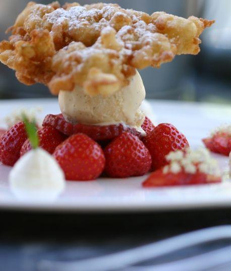aardbei | vanille ijs | vlierbloesem beignet | in geuren en kleuren
