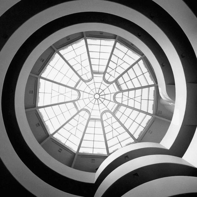 오는 6월 8일 건축가 프랭크 로이드 라이트(Frank Lloyd Wright)의 150번째 생일을 맞이해 그가 직접 설계한 구겐하임 미술관(@guggenheim)이 그에게 경의를 표하는 특별한 이벤트를 진행합니다. 할인된 입장료와 그의 히스토리를 보다 자세히 감상할 수 있는 팝업 전시 투어 뿐만 아니라 그의 생일을 축하하는 특별한 컵케이크도 만날 수 있답니다. - : Courtesy of The Solomon R. Guggenheim Museum Archives New York and of @wrighttaliesin  via HARPER'S BAZAAR KOREA MAGAZINE OFFICIAL INSTAGRAM - Fashion Campaigns  Haute Couture  Advertising  Editorial Photography  Magazine Cover Designs  Supermodels  Runway Models