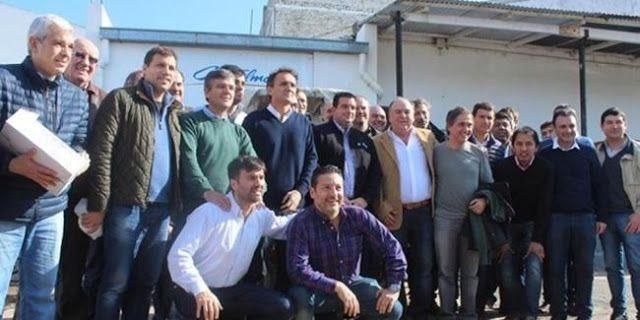 """NUEVO ESPACIO DEL PJ NO K: JOSE LUIS VIDAL EN REUNIÓN DEL GRUPO """"ESMERALDA""""    JOSE LUIS VIDAL EN REUNIÓN DE UN NUEVO ESPACIO DEL PJ PROVINCIAL EN CASTELLI El Grupo Esmeralda espacio de intendentes que comandan Martín Insaurralde y Gabriel Katopodis y que integran Juan Zabaleta (Hurlignham) Gustavo Menéndez (Merlo) Mariano Cascallares (Almirante Brown) Juan Pablo de Jesús (La Costa) y Eduardo Bucca (Bolívar) Ariel Sujarchuk (Escobar) entre otros desembarcó en la localidad de Castelli…"""