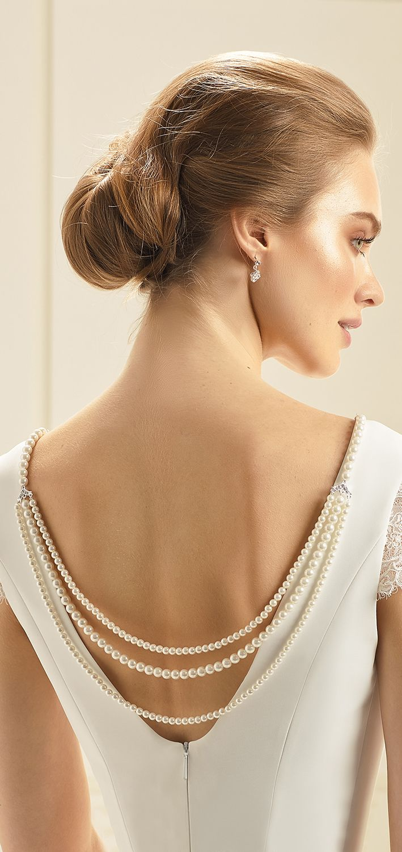 Back jewellery N37 from Bianco Evento #collection2018 #newcollection #biancoevento2018 #biancoevento #hairstyles #weddingaccessories #hairjewellery #jewellery #weddingjewellery #weddingideas #bridetobe