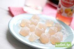 Żelki o smaku rabarbarowym z wykorzystaniem agaru zamiast żelatyny