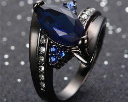 Luxusný prsteň zo zliatiny tmavého zlata so zafírmi