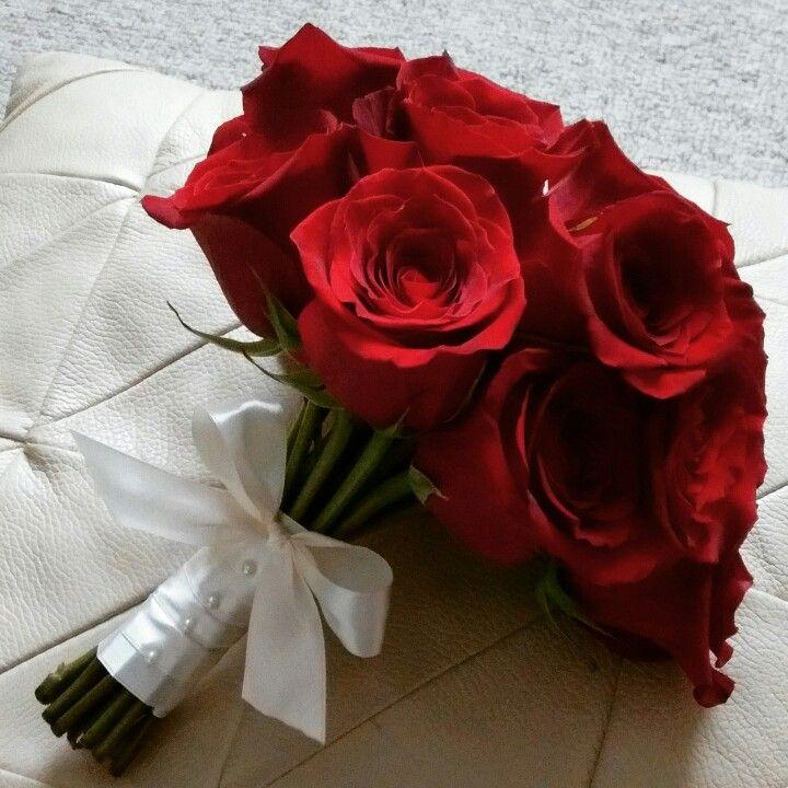 Tradicional bouquette de rosas rojas.