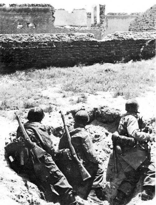 German fllschirmjäger in Crete, 1941