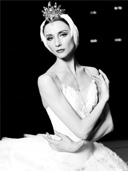 Soloist and choreographer, coach of the Bolshoi Theatre Tsiskaridze Svetlana Zakharova in the role of Odette, 2012