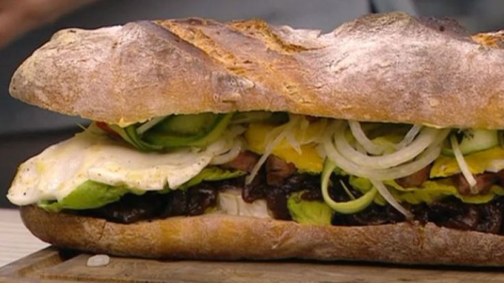 Steaksandwich med løgkaramel er en lækker opskrift fra Go' morgen Danmark, se flere kødretter på mad.tv2.dk