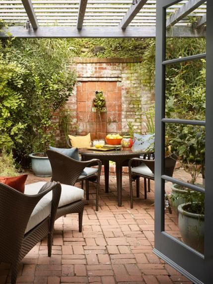 Gracious outdoor dining and entertaining traditional for Courtyard entertaining ideas