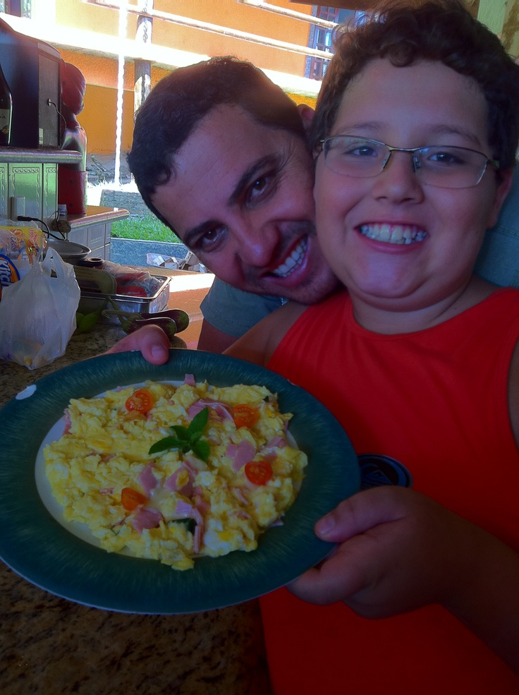 Primeiro ovo mexido do Luiz Otávio...uma delícia!!!