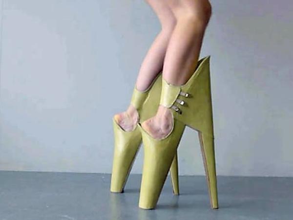Los 26 Peores Pares De Zapatos En El Mundo Omg Crazy Shoes Heels Lady Gaga Shoes