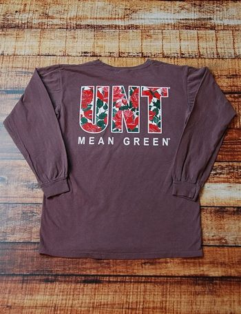 Staying trendy on game day is a big deal. Stay trendy while showing your school spirit in this fantastically cute long sleeve University of North Texas Mean Green t-shirt Go UNT