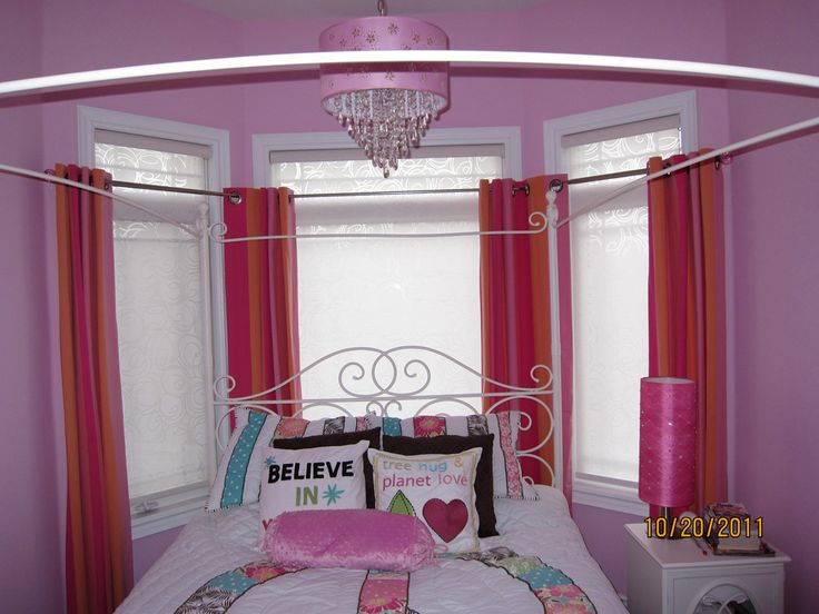Pink draperies in a little girl's room!