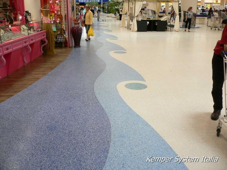 Pavimento di un centro commerciale in seminato alla veneziana