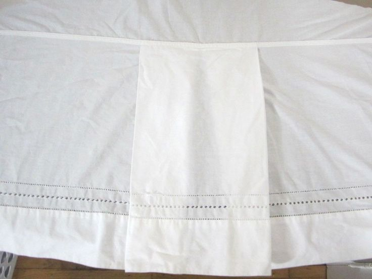 """Vintage Pottery Barn Queen Bedskirt White Pleated Lazer Cut Lace 14"""" Skirt Drop #PotteryBarn #Transitional"""