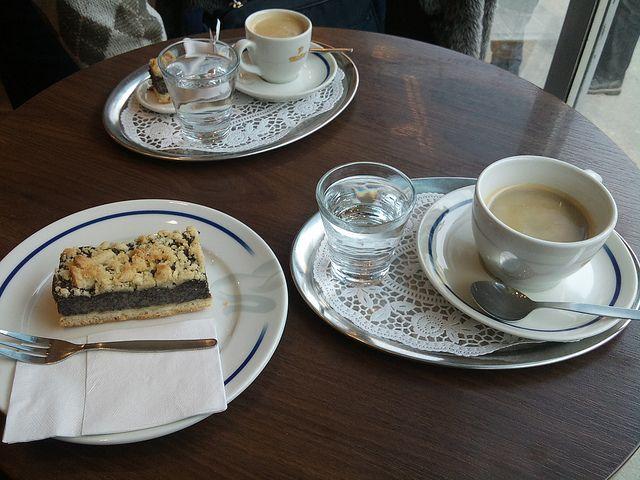 Travel by Andrea Gerak: Mohnkuchen in Vienna