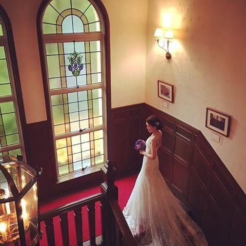 * 今日は前撮り撮影でした✧ * ずっと楽しみにしてたジェームス邸にて。  あいにくの雨でしたが、カメラマンさんとヘアメイクさんのおかげで無事に終わりました☺️💓 * データはすぐには届かなさそうなので、旦那さんのiPhoneの写真をちょいちょい載せます◡̈ #ウェディングドレス #ノバレーゼ #キャロリーナヘレラ #Carolinaherrera #ジェームス邸 #結婚式前撮り #ロケーションフォト #オフショット #関西プレ花嫁 #2017春婚