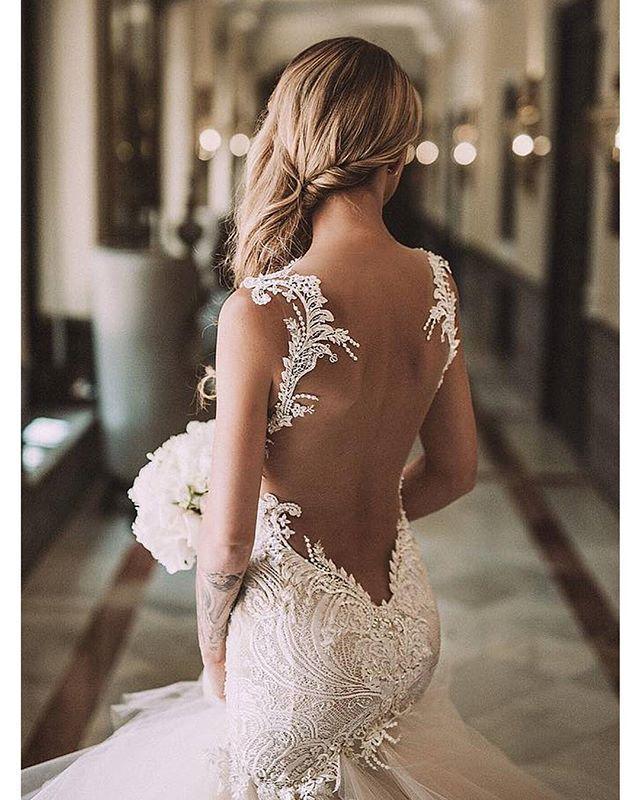 Sehen Sie sich die besten hochzeitskleider rückenfrei auf den Bildern unten an und wählen Sie Ihre eigene! Beautiful wedding dress, not sure who made it, will keep looking and update post when I find it. Thanks MG. Image source