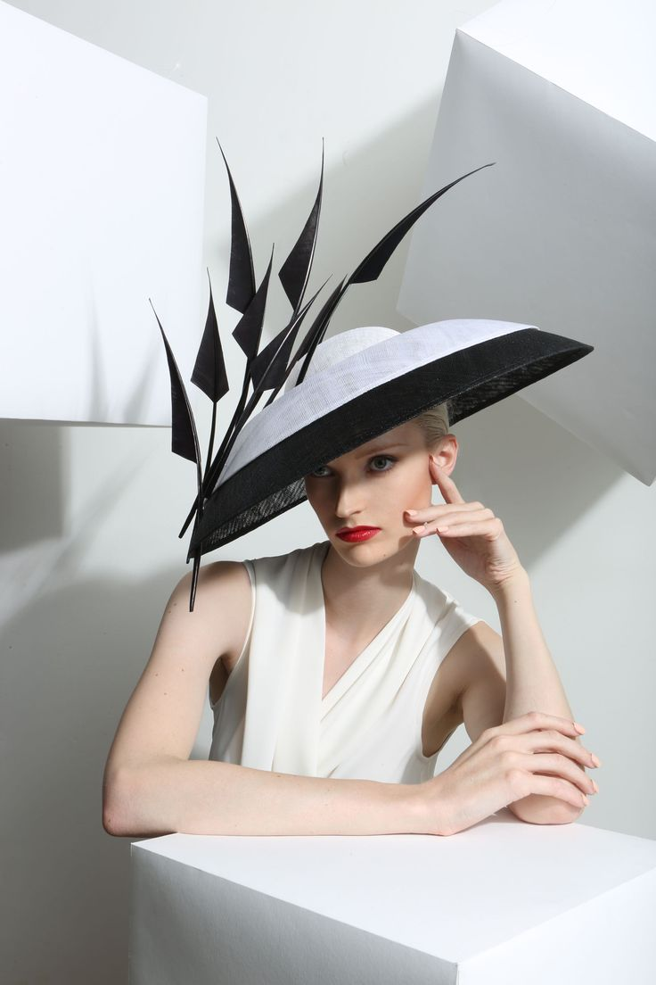 OC-881  © 2015 Philip Treacy Limited London
